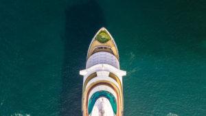 Kreuzfahrtschiff von oben